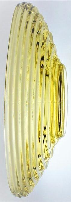 Autorské lisované sklo - větší oválná mísa se žebrováním z masivního barevného skla. Krásný odstín z citrínového skla, návrh pochází od sklářského výtvarníka - Rudolf JURNIKL ( *1936 +2011 ) z roku 1963 a provedla sklárna koncernu SKLO - UNION Rosice. Dobrý stav, rozměr š. 37 x 15 x 10cm Stav, Artist At Work, Czech Glass, Wedding Rings, Vase, Engagement Rings, Green, Jewelry, Enagement Rings