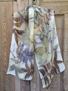 Eco-dyed piece by Irit Dulman. Shibori, Fabric Painting, Fabric Art, Tinta Natural, Natural Dye Fabric, Natural Dyeing, Tie Dye Crafts, Textile Fabrics, How To Dye Fabric