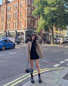 Image may contain: one or more people, people standing, shoes, tree and outdoor Blackpink Fashion, Korean Fashion, Fashion Outfits, Fashion Hacks, Blackpink Jisoo, Lisa Black Pink, Kpop Mode, Casual Outfits, Cute Outfits