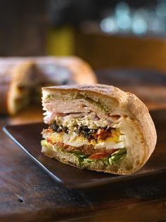 Muffuletta Sandwich-best healthy recipes in the world Dinner Sandwiches, Turkey Sandwiches, Wrap Sandwiches, Best Sandwich, Sandwich Recipes, Muffuletta Sandwich, Valeur Nutritive, Roast Turkey Breast, Onion Relish