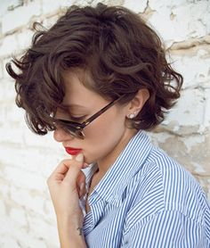 Short wavy hair swept to the side
