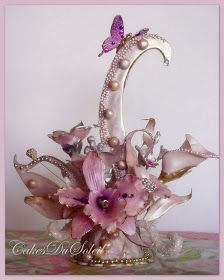 Art Nouveau Sugarpaste Topper...I cant wait to make this for my wedding cake!!! Love it