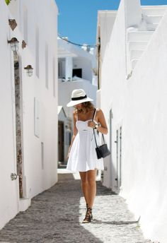 alleys of santorini
