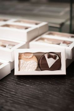 Edible wedding favor idea - bride + groom cookies {Elizabeth Nord Photography, LLC}