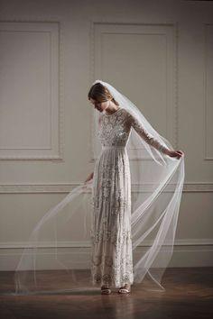 Der Luxus-Online-Shop hat jetzt Designer-Hochzeitskleider ab 180 Euro im Programm