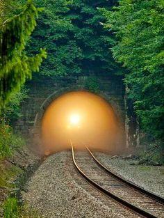 Railroad tracks the connect us to everywhere! Líneas de acero sobre espléndidos #Paisajes. (Steel lines on #Paisajes splendid)