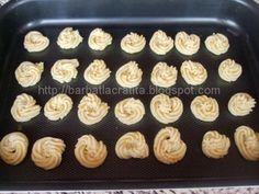 Fursecuri fragede cu untura preparare Mini Cupcakes, Deserts, Good Food, Cookies, Sweets, Crack Crackers, Biscuits, Postres, Cookie Recipes