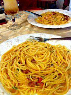 Spaghetti con Ricci di Mare at Trattoria Ferdinando III in Palermo, Sicily Sicilian Recipes, Sicilian Food, Good Food, Yummy Food, Palermo Sicily, How To Make Pancakes, Italian Foods, Italian Women, Fabulous Foods