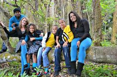 #FamilyPictures #familycolorpalette #blackyellowteal #familypicturecolorscheme #familypictureideas #picturesinthewoods