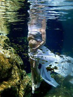 Underwater pregnancy photos