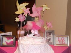 Pink Lemonade Baby Shower: Cute napkins and pinwheels