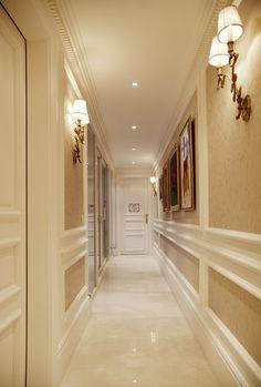 : Modern Corridor & hallway by Kerim Çarm? Interior Architecture - : Modern Corridor & hallway by Kerim Çarm? Room Interior, Home Interior Design, Interior And Exterior, Classic Home Furniture, Corridor Design, Classic House, Interior Architecture, Decoration, Living Spaces