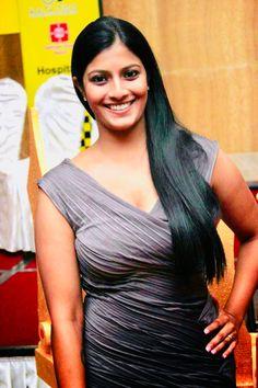 Varalaxmi Sarathkumar Beautiful Bollywood Actress, Most Beautiful Indian Actress, Beautiful Curves, Beautiful Women, Vintage Vignettes, Couple Photography, Art Photography, India Beauty, Wedding Couples