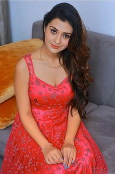 Beauty Full Girl, Beauty Women, Indian Girls Images, Evening Dresses, Formal Dresses, Girls Gallery, India Beauty, Bollywood Actress, Dress Skirt