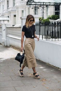 How to wear culottes casual 29 Super ideas How To Wear Culottes, Culottes Outfit, Fashion Tips For Women, Trendy Fashion, Womens Fashion, Fashion Ideas, Trendy Outfits, Cute Outfits, Fashion Outfits