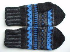Mustaharmaasiniset kirjoneulelapaset on tehty 7 Veljestä -langasta, koko on naisten. Puikot nro 3,5 ja 4 tai käsialan mukaan. Tarv... Mittens Pattern, Knit Mittens, Knitted Gloves, Loom Knitting, Knitting Socks, Knitting Patterns, Diy Crochet, Knitting Projects, Arm Warmers