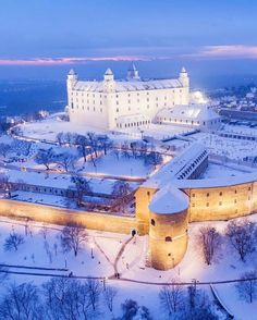 Bratislava castle covered in snow Beautiful Castles, Beautiful Buildings, Beautiful Places, Beautiful Pictures, Oh The Places You'll Go, Places To Travel, Places To Visit, Architecture Old, Beautiful Architecture