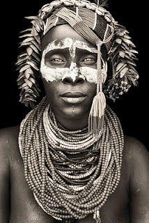 Mulher da Tribo Karo~ Lower Omo Valley, sul da Etiópia