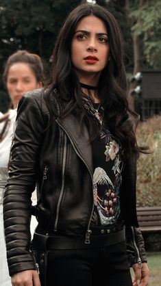 by the angel Shadowhunters Outfit, Shadowhunters Tv Show, Isabelle Lightwood, Hippie Look, Girl Outfits, Cute Outfits, Fashion Outfits, Constantin Film, Looks Hip Hop