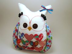 WHOOOO wouldn't love to have this adorable little owl by Amy Butler at I Sew Lucky?!?