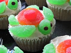 Sea Turtle Cupcakes: These cute little guys are surprisingly easy to make! Click on the image and follow the easy step-by-step instructions to make these in time for today's 4pm movie.