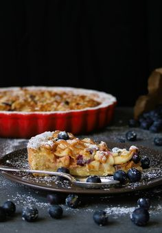 Cupcakes & Couscous: Caramel Apple & Blueberry Tart. Ideal as a cold summer dessert or a warm winter pud. Delicious and very easy to put together.