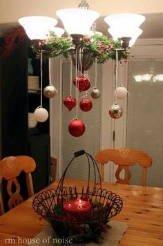 Christmas DIY: 50 Christmas Table D 50 Christmas Table Decoration Ideas Settings And Centerpieces For Christmas Table Noel Christmas, Christmas Projects, All Things Christmas, Winter Christmas, Christmas Ornaments, Christmas Ideas, Hanging Ornaments, Christmas Kitchen, Elegant Christmas