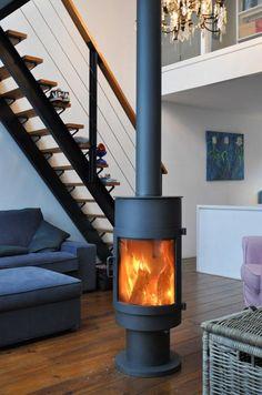 Moderne vrijstaande kachel, rond model, geplaatst in de woonkamer | Profires partner Jos Harm · inspiratie voor sfeerverwarming
