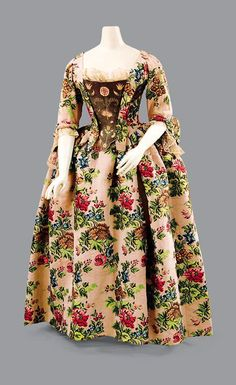 Robe a l'anglaise, circa 1760; brocade circa 1735. Via Fripperies and Fobs.