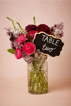 Love this! The flowers can be changed to fit with the colour of the wedding theme