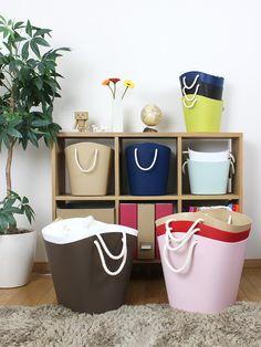 Hachiman, azienda giapponese fondata nel 1965, produce articoli originali, di gusto e soprattutto utili. Solo per citarne alcuni: Omnioutil, secchio multiuso progettato per assomigliare a un cartone ondulato e allo stesso tempo raffinato; Coffret un elegante portagioielli a forma di bottiglia di profumo; Vertu un vaso portafiori e portaoggetti che si scompone in due piani. Balcolore #hachiman #living #bag #dispencer #color #modern #balcolore