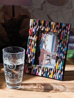 Marco de fotos con lapices de colores