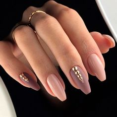 False nails have the advantage of offering a manicure worthy of the most advanced backstage and to hold longer than a simple nail polish. The problem is how to remove them without damaging your nails. Cute Acrylic Nails, Acrylic Nail Designs, Fun Nails, Nail Art Designs, Elegant Nail Designs, Acrylic Nails Almond Classy, Acrylic Nails Autumn, Best Nail Designs, Coffin Nail Designs
