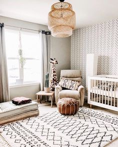 Safari-meets-boho and we are ALLLL about it. TAP image to shop this gorgeous wallpaper + best-selling crib. 📸: @sandiessi
