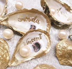 Great Idea for Pearl-Loving Bride: Calligraphy Oyster Shells for Place Cards! All you'll need is Oyster shells, gold paint-- and pearls! Pearl Anniversary, 30th Wedding Anniversary, Anniversary Parties, Oyster Shell Crafts, Oyster Shells, Wedding Places, Wedding Place Cards, Diy Place Cards, Wedding Stuff