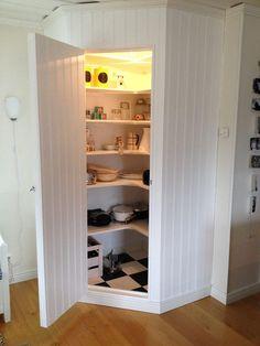 Helena Hedkvists Skafferi - Home Decoration New Kitchen Cabinets, Kitchen Redo, Kitchen Storage, Kitchen Tips, Corner Pantry, Kitchen Remodel Cost, Pantry Design, Home Renovation, Interior Design Living Room