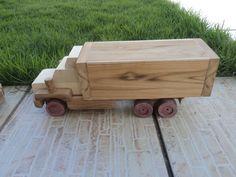 Caminhaozinho em madeira maciça