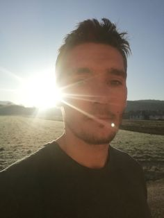 Som chalan, ktorý sa pred rokmi rozhodol zmeniť svoj ŽIVOT. Na svojej CESTE som natrafil na množstvo prevratných INFORMÁCIÍ, ktoré mi zmenili pohľad na SVET a chcem sa o ne podeliť. Celestial, Sunset, Author, Sunsets, The Sunset