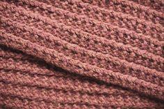 Lankakauppa Kerän blogi: Yhden illan tuubihuivi Marimekko, Diy And Crafts, Knit Crochet, Knitting Ideas, Scarfs, Crocheting, Socks, Crochet, Scarves