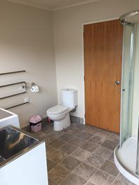 Find a flatmate or a room to rent anywhere in New Zealand. Rooms For Rent, Toilet, Bedrooms, Bathroom, House, Quartos, Bath Room, Home, Bed Room