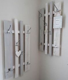 """Isabella saved to IsabellaHakenleisten - Garderobe lamemo """"Variabel"""", grau-w. Pallet Furniture, Grey And White, Wood Projects, Shelving, Diy Home Decor, Sweet Home, Shabby Chic, House Design, Interior"""