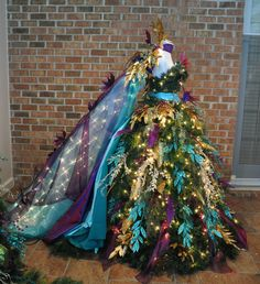 66 Creative Pretty Peacock Christmas Tree Decor That Will Inspire You – Page 23 – My Beauty Note Mannequin Christmas Tree, Dress Form Christmas Tree, Peacock Christmas Tree, Purple Christmas, Christmas Fairy, Christmas Fashion, Holiday Tree, Christmas Deco, Christmas Tree Decorations