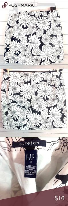 """GAP Floral Black & White Graphic Skirt Size 12 Excellent condition! GAP stretch graphic print B&W skirt. Size 12.  Waist measures 16"""" across. Length 17"""".  See tag for fabric content.  ✔️Please ask all questions before you purchase! I'm happy to help! ✔️Please see measurements in the description so you can best judge the fit before you purchase!  🔹No trades or holds, but I happily consider offers via the Offer Button! 🔹Bundle for best prices. Use bundle button feature or ask for custom…"""