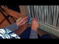 Tying string heddles on a Mapuche loom ▶ Amarrando urdimbre de telar - YouTube