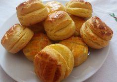Habkönnyű túrós pogácsa recept foto Pretzel Bites, Baked Potato, Muffin, Food And Drink, Potatoes, Bread, Cookies, Baking, Vegetables