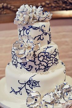 wedding cake mariage d exception blanc bleu marine Carnet d'inspiration Mademoiselle Cereza