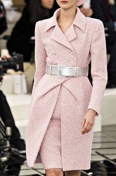 Chanel Haute Couture Spring / Summer 2017 Details Visit our shop when it is not . - Chanel Haute Couture Spring / Summer 2017 Details Visit our shop if it doesn& have to be Chan - Fashion Moda, Fashion Week, Runway Fashion, Spring Fashion, High Fashion, Fashion Outfits, Womens Fashion, Paris Fashion, Chanel Couture