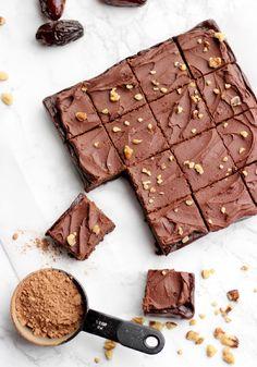 Raw No Bake Vegan Brownies - Full Cravings