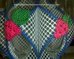 Conjunto de três cestas em tela plástica e crochet, óptimas para o uso diário em nossas casas, para colocar na mesa de pequenos jantare...