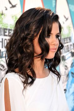pretty curled short hair...Selena Gomez
